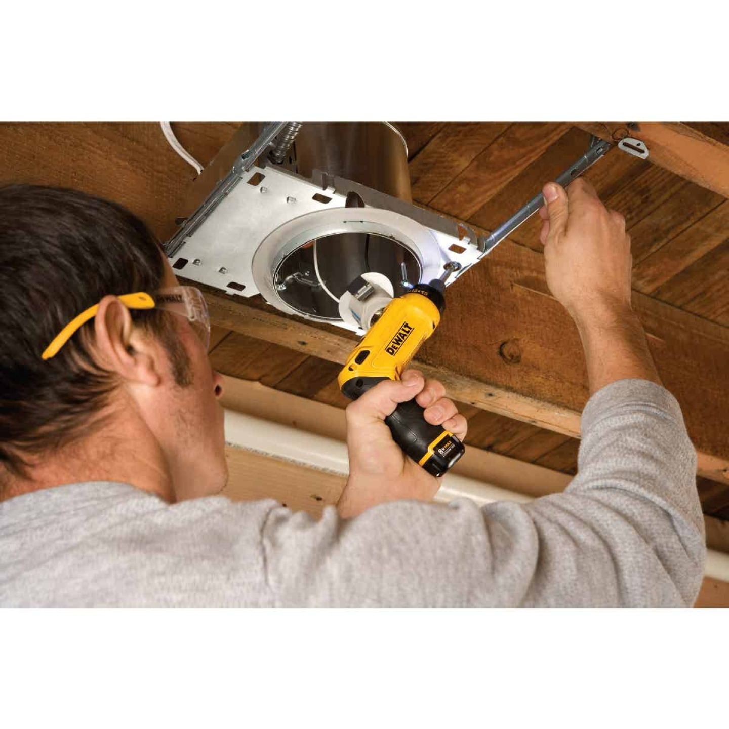 DeWalt 8-Volt MAX Lithium-Ion Gyroscopic 1/4 In. Cordless Screwdriver Kit (2-Battery) Image 5